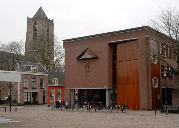 Wandsculptuur 'Sumo', zijwand gemeentehuis Tiel.